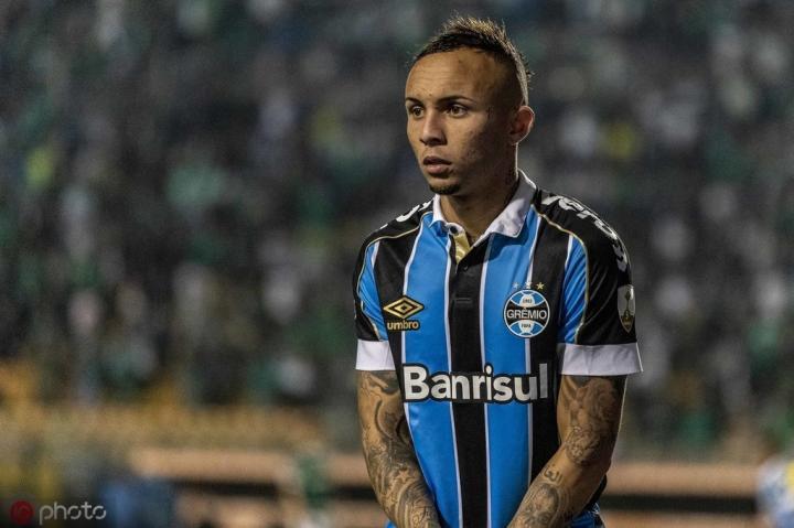 名记:西汉姆联想签巴西国脚埃弗顿,下周将和他的经纪人会面