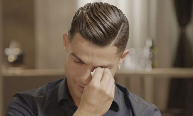 C罗看已故父亲的视频落泪:很遗憾他无法见证我取得的成就