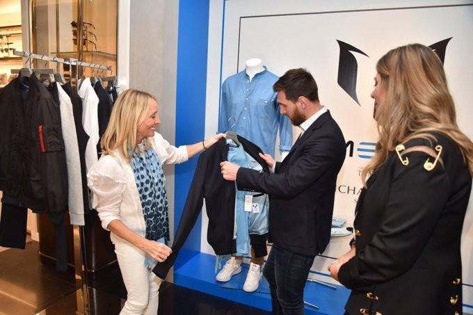 个人服装品牌店开业,梅西亲自站台帮忙宣传