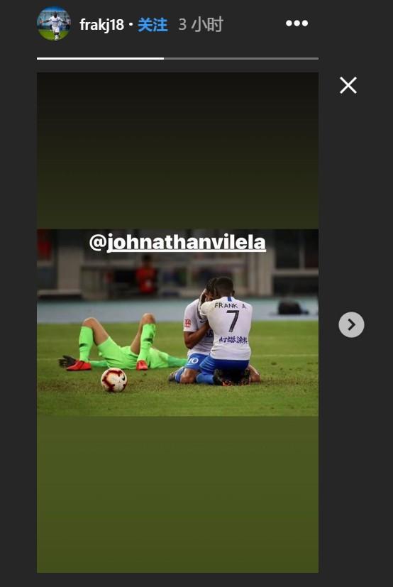 期待队友回归,阿奇姆彭晒与乔纳森赛场相拥照片