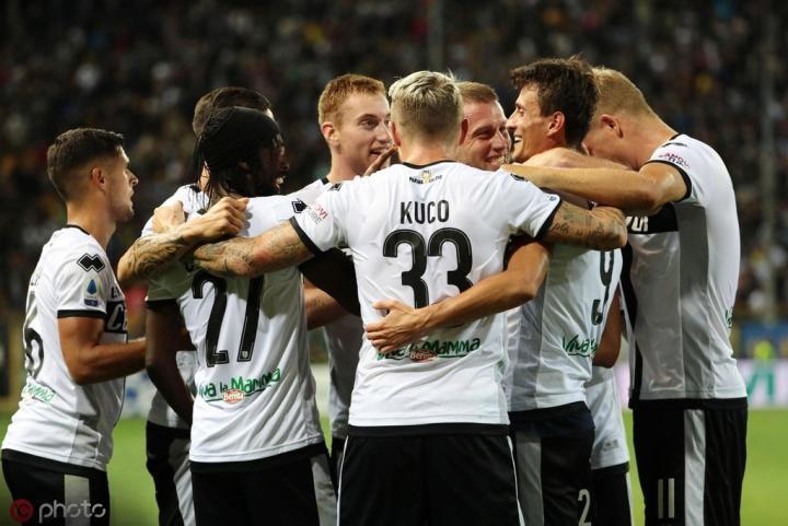 帕尔马3-2都灵取联赛两连胜,热鸟助攻又失点,因格莱塞绝杀