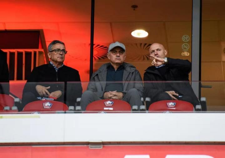 看望老友,穆里尼奥又去现场看里尔比赛了