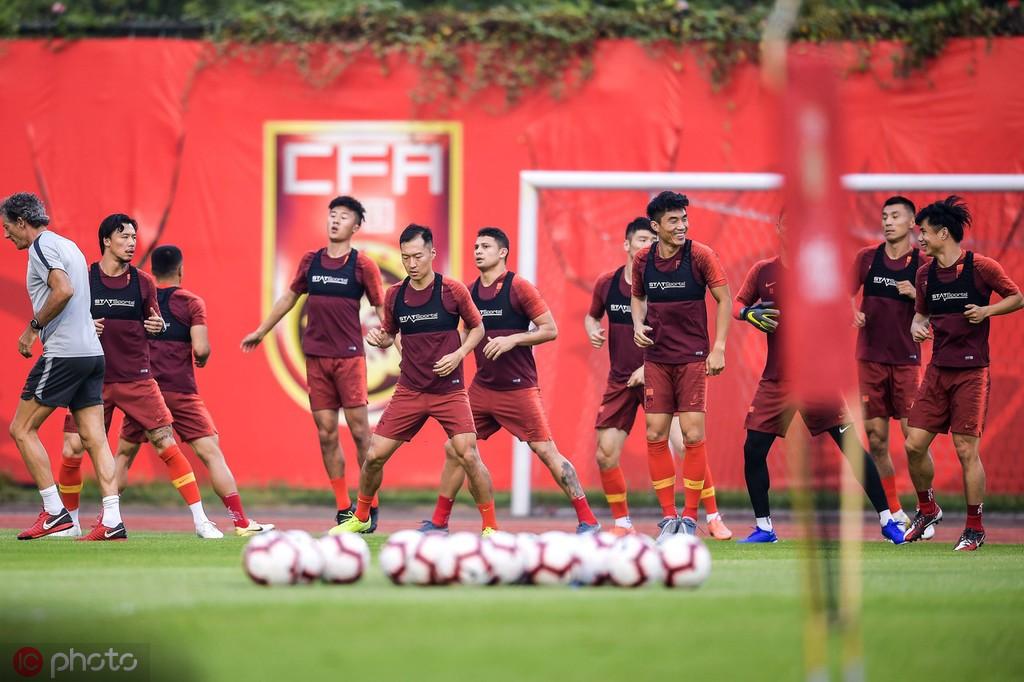 记者:全员在广州集结训练,国足整装待发备战世预赛