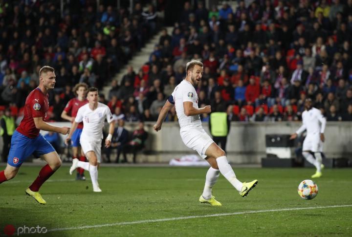 追平兰帕德,哈里-凯恩已经为英格兰打进9个点球