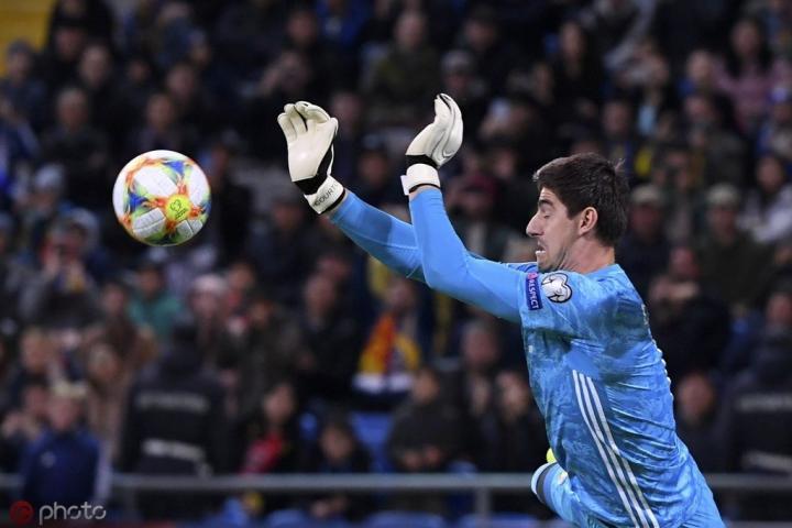 助比利时轻松胜出,库尔图瓦迎职业生涯第200场零封