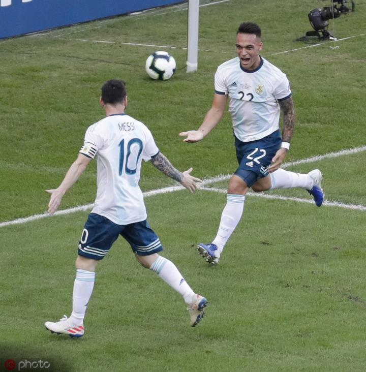 阿根廷名宿:劳塔罗未来会成为巴塞罗那的新9号