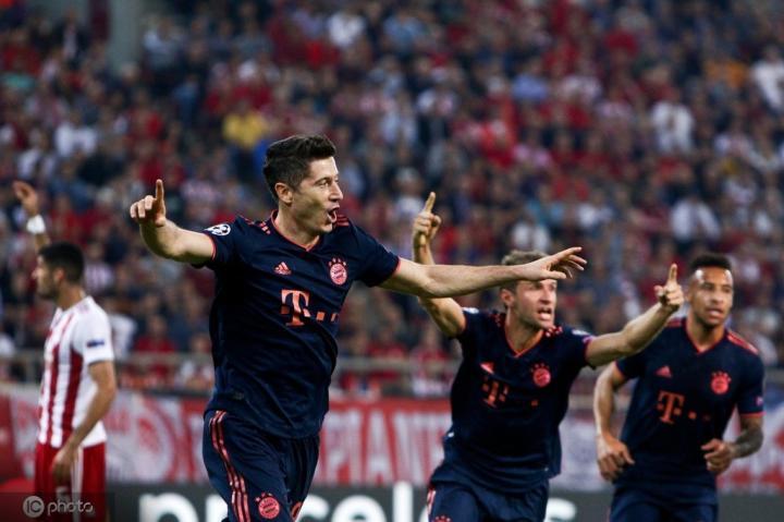 图片报拜仁赛后评分:莱万满分,穆勒和蒂亚戈高分