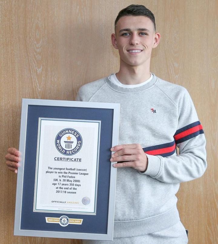 最年轻的英超冠军获得者,福登收获吉尼斯世界纪录证书