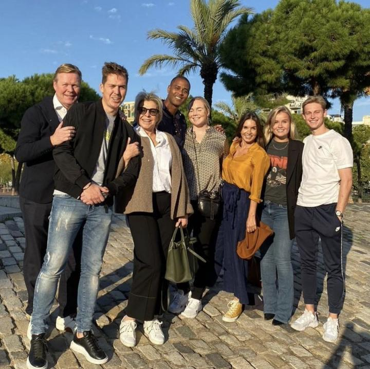 现身巴塞罗那,科曼和德容、克鲁伊维特聚会