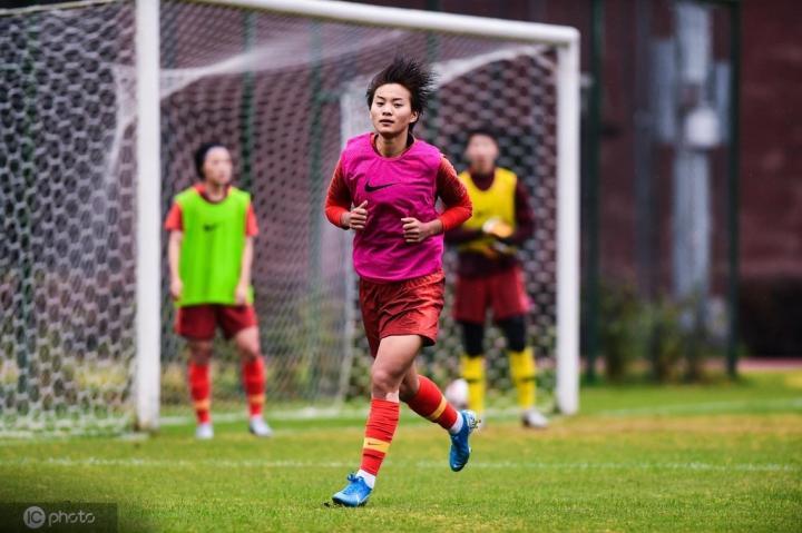 教练组给王霜开小灶,贾秀全:她是不是比世界杯表现好?