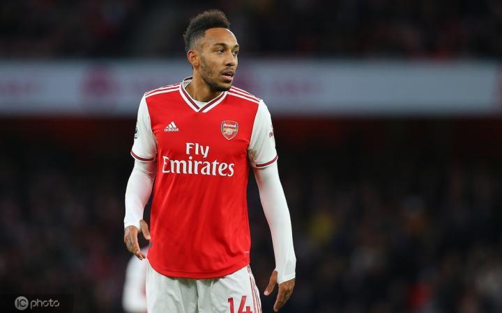 BBC记者:曼联曾经考察过奥巴梅扬,但最终没下定决心签他