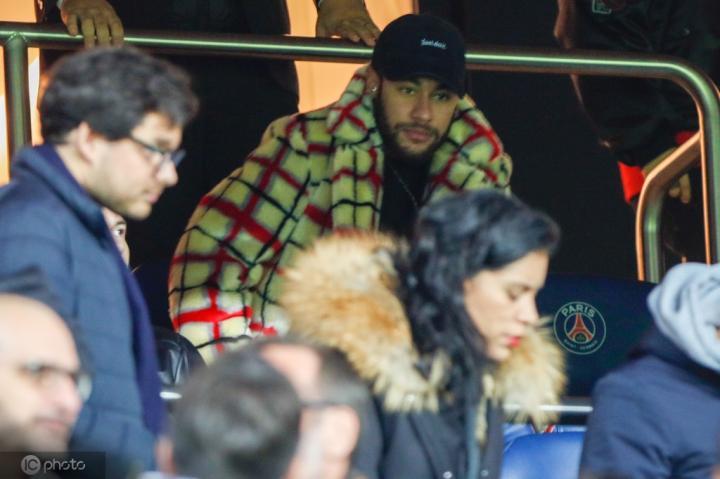 内马尔赴马德里观看戴维斯杯,并与皮克会面