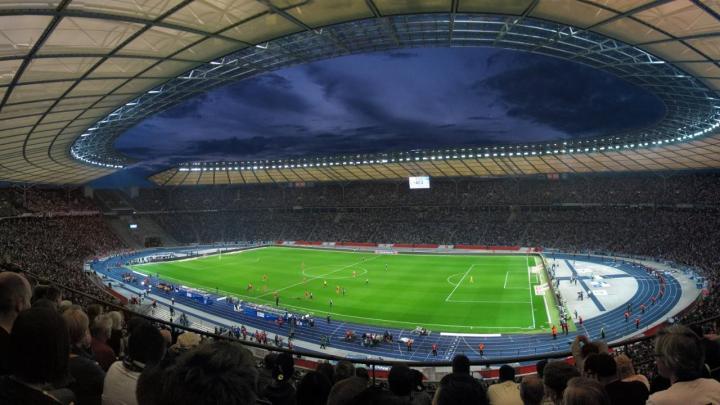 克林斯曼执教首秀,柏林赫塔主场球票本赛季第一次售罄