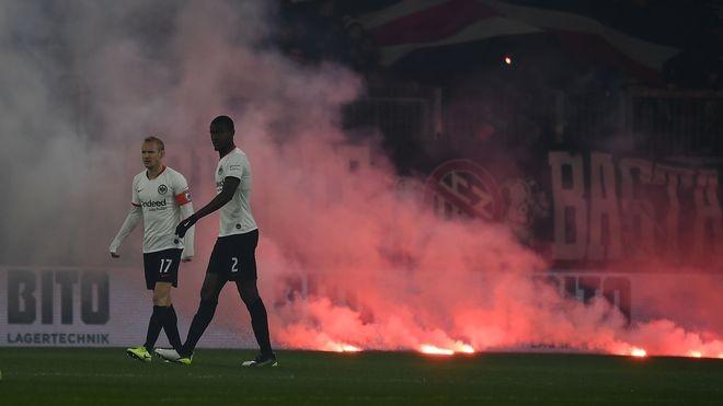 气氛火爆,法兰克福队长罗德赛前被自家球迷辱骂