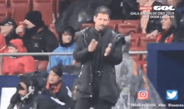 赛后是真言!梅西攻入绝杀球后,西蒙尼送上鼓掌并无奈摊手