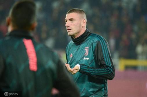 英媒:曼联、阿森纳和AC米兰准备在明年1月争夺德米拉尔
