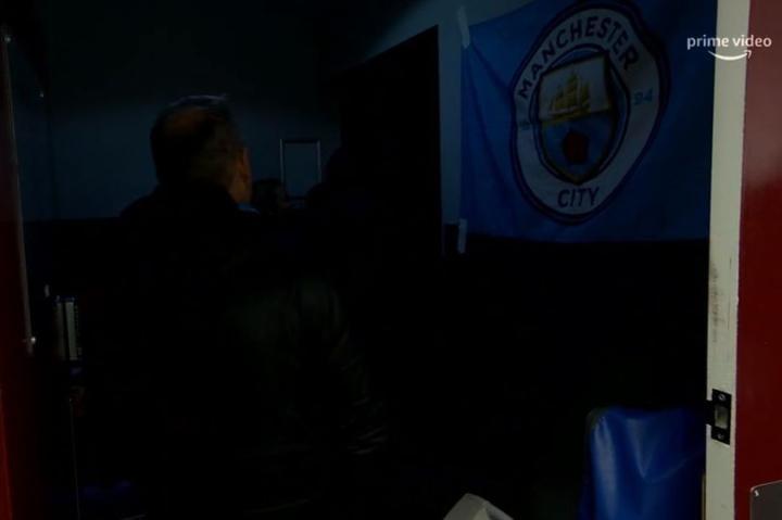 灯憋了,曼城与伯恩利赛前客队更衣室和球员通道一片漆黑