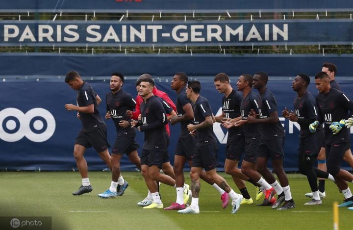 巴黎人报:巴黎更衣室语系太多,球员交流需要翻译