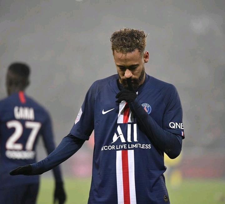 表忠心,内马尔连发两条推特示爱球队:冲鸭大巴黎!