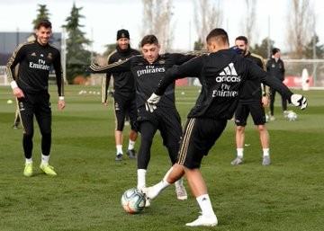 西媒:阿森西奥、阿扎尔、J罗进行恢复训练,贝尔单独训练