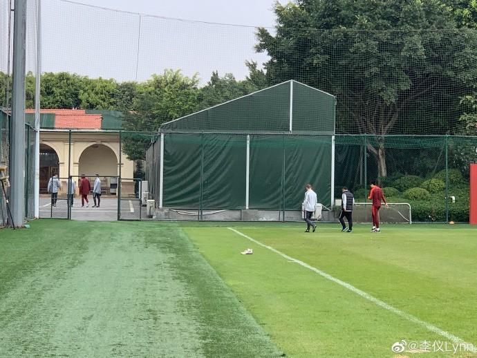记者:韦世豪、董学升因伤缺席国足合练