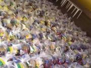 心系家乡,维尼修斯向家乡社区捐赠大量食物和清洁用品