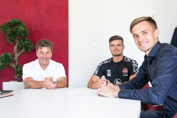 官方:拜仁年轻门将福吕希特尔租借加盟纽伦堡
