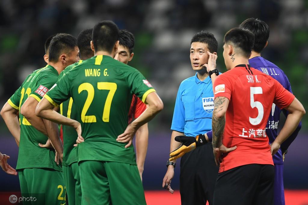金哨应是中国裁判的标杆,中国足球打开裁判是要害一环