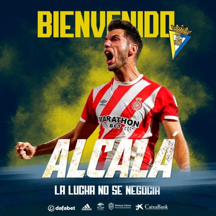 足球队签订赫罗纳控球后卫阿尔卡拉