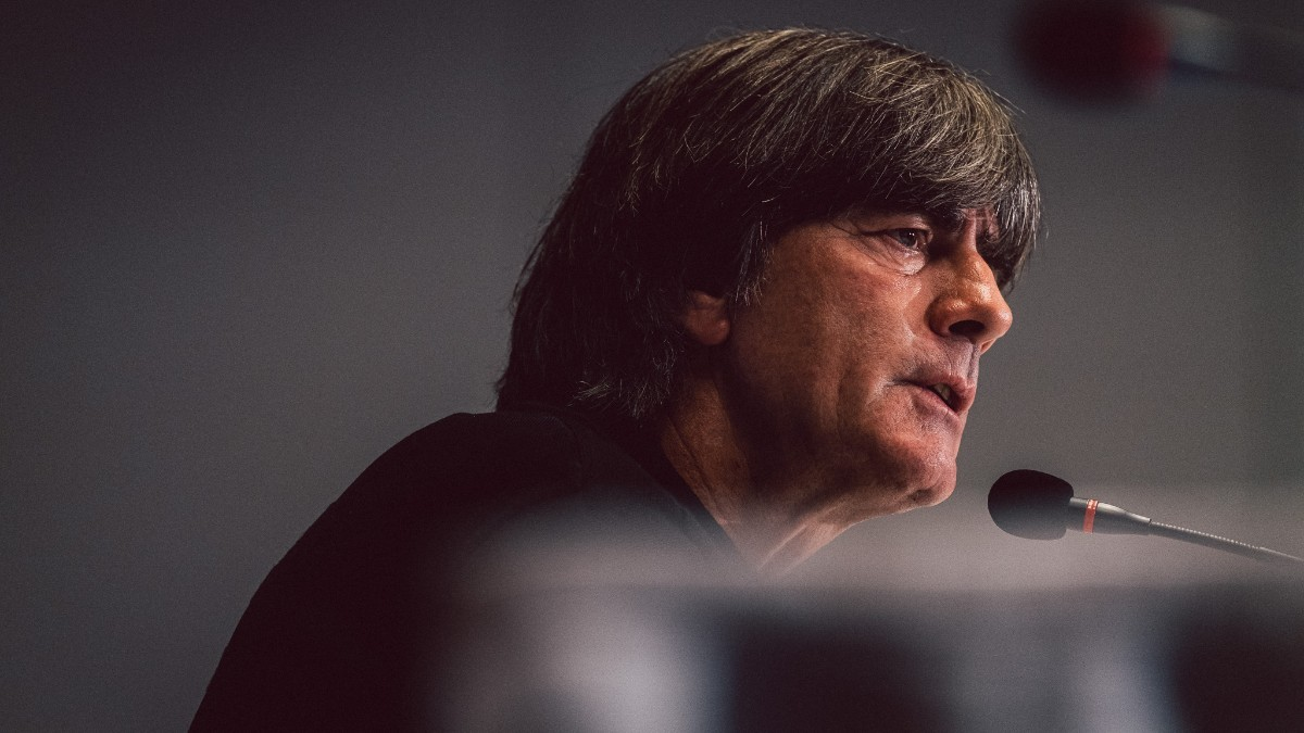1052名球迷参加,76.5%球迷认为勒夫不再适合执教德国队