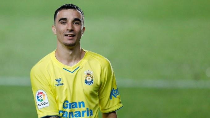 曼联重视贝蒂斯19岁边锋罗伯托 报价2000万欧元被拒