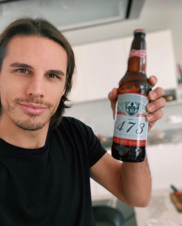 门兴门将索默晒啤酒:骄傲只从梅西那里拿到了一瓶酒