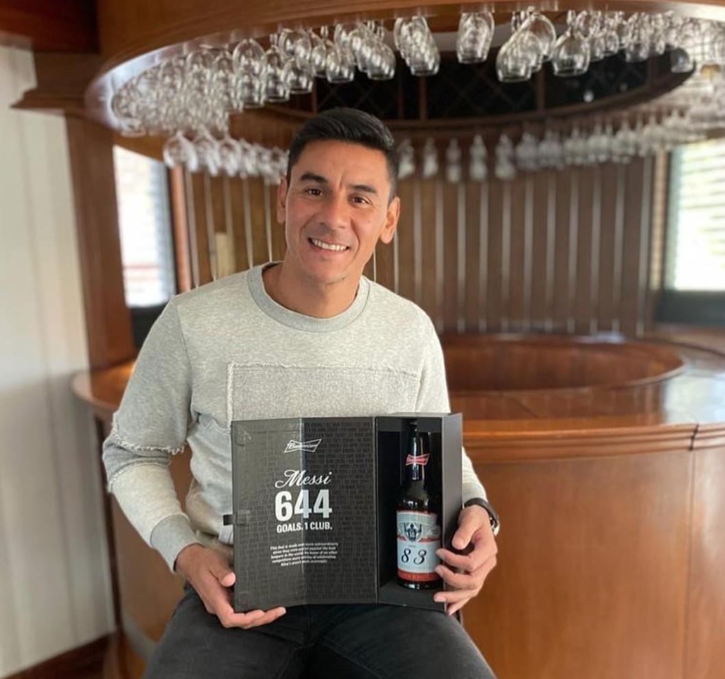 """前阿根廷国门晒""""83号""""啤酒:祝贺梅西,这是特殊的礼物"""